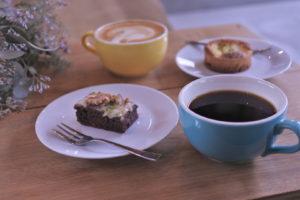 3種のスイーツプレートとコーヒーペアリング